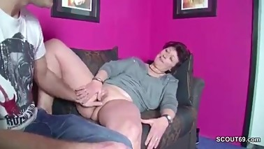 Mom requests guy to rub and lick her pussy