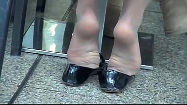A girl from mommiesnow.com was showing foot