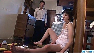 Hot mom&nbsp_&nbsp_Aoba Itou kneels to suck on a younger cock