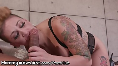 MommyBlowsBest Neighborhood Cougar Loves Sucking Young BBC's